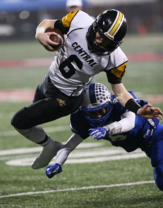 Johnson Central sophomore Joe Jackson ran for 85 yards and 3 TDs against Franklin-Simpson. (KHSAA PHOTO BY JIM OSBORN)
